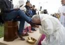 Papa Mülteci Müslümanların Ayaklarını Yıkadı, Öptü